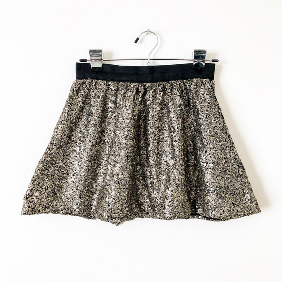 Jessica Simpson Dresses & Skirts - Jessica Simpson Black and Gold Sequin Mini Skirt
